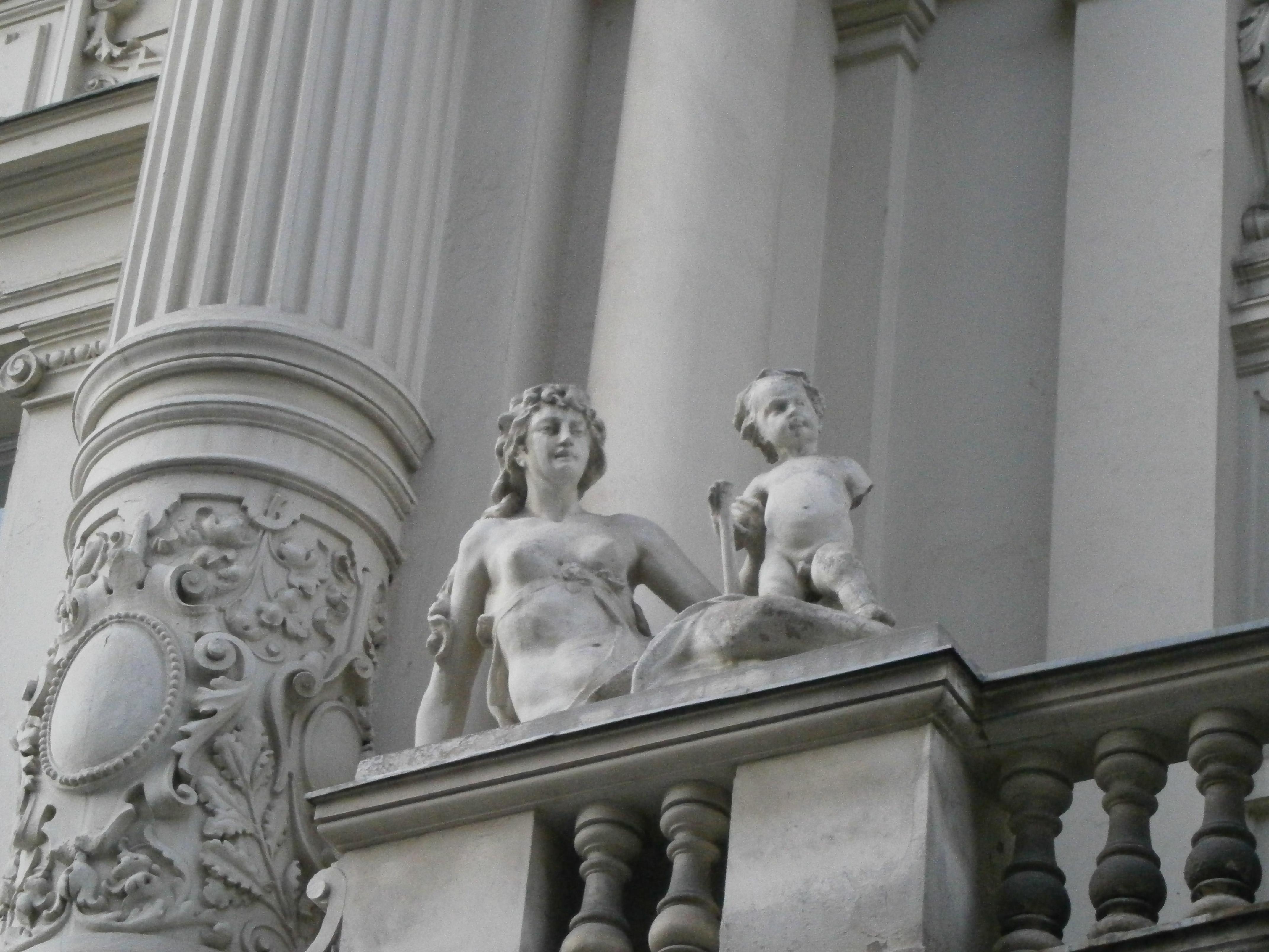 detaliu balcon statui centrul vechi2