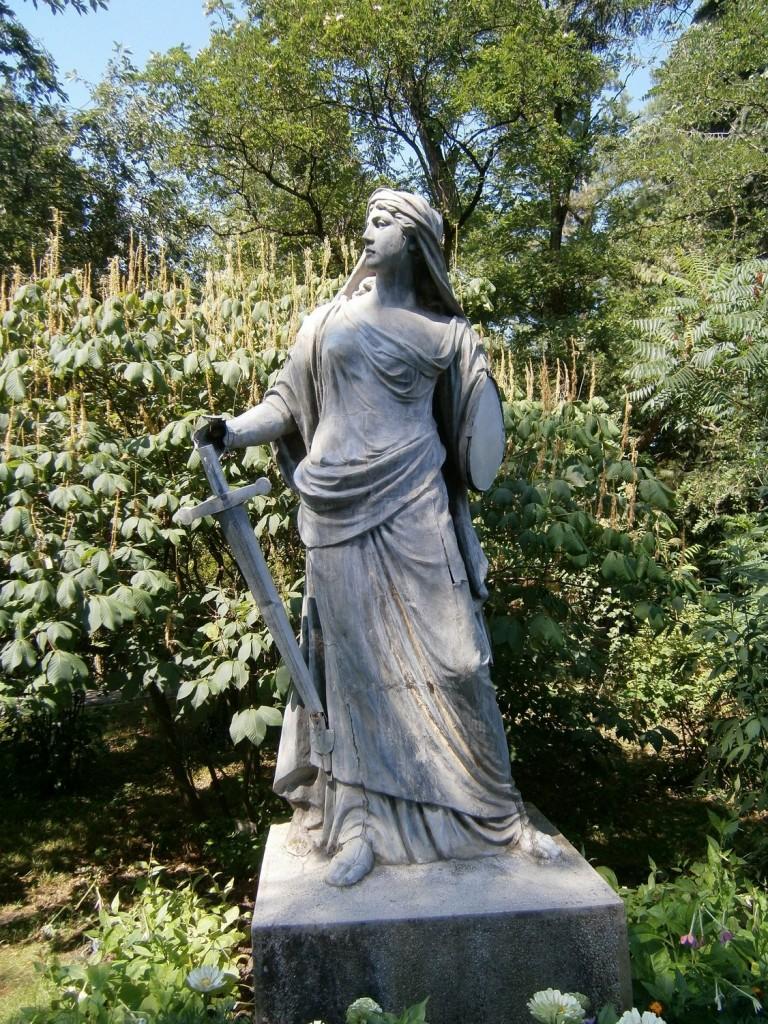 statuie-gradina-botanica-cluj-1