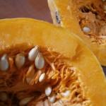 În aşteptarea toamnei: clătite cu dovleac, nuci şi scorţişoară