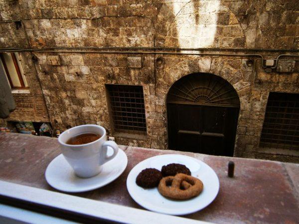 dimineti-in-toscana-cu-ceai-si-biscuiti