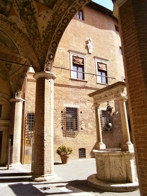 palazzo-chigi-saragini-siena