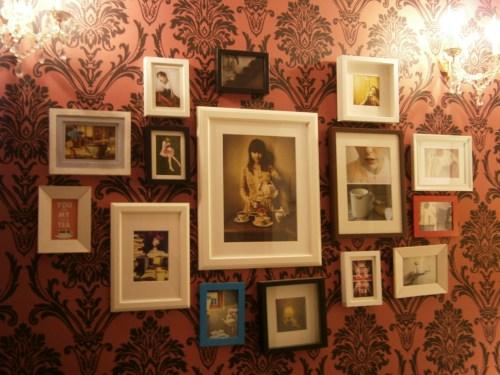 joie-de-vivre--perete-cu-tablouri