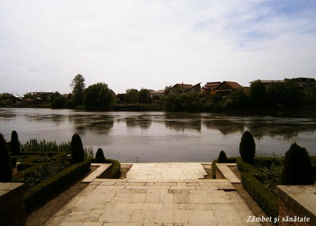 palatul-mogosoaia-vedere-spre-lac