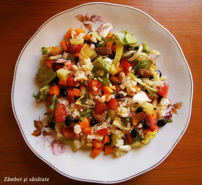 salata-de-orez-integral-cu-migdale