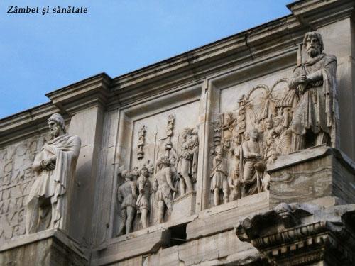 statui pe cladire la roma