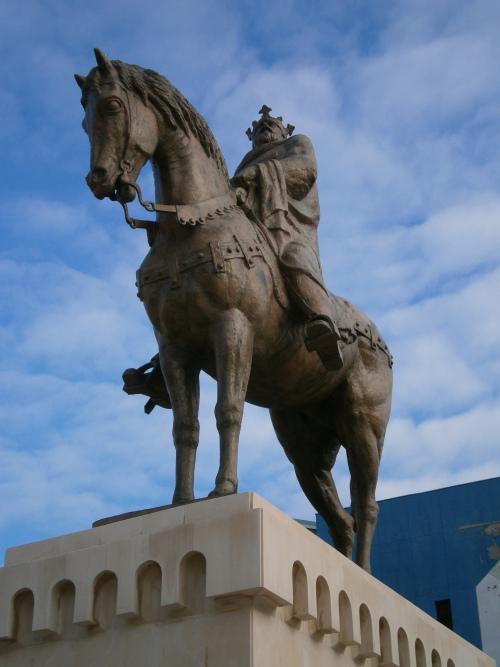 statuia-lui-mircea-cel-batran-piata-civica-tulcea