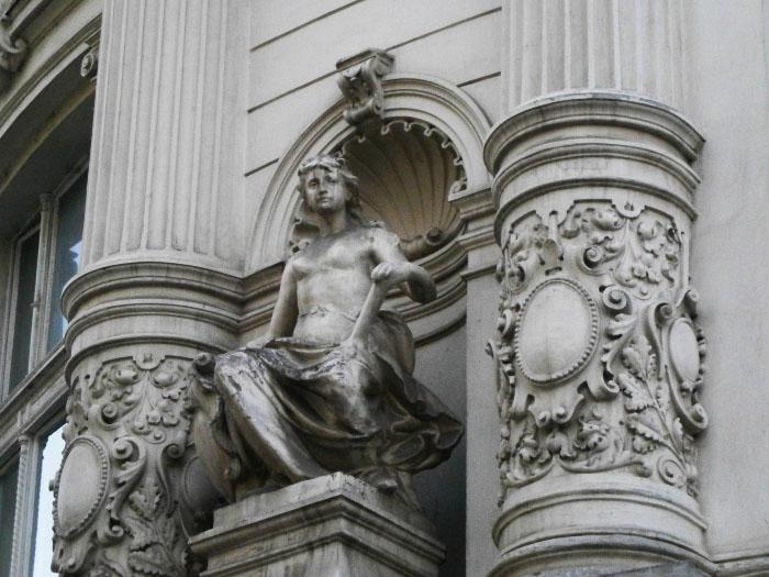 statuie centrul vechi bucuresti