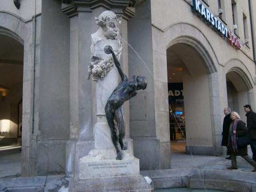 statuie-karlsplatz--munchen