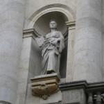statuie-pe-cladirea-bnr