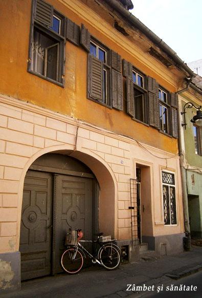 bicicleta-la-poarta-Sibiu