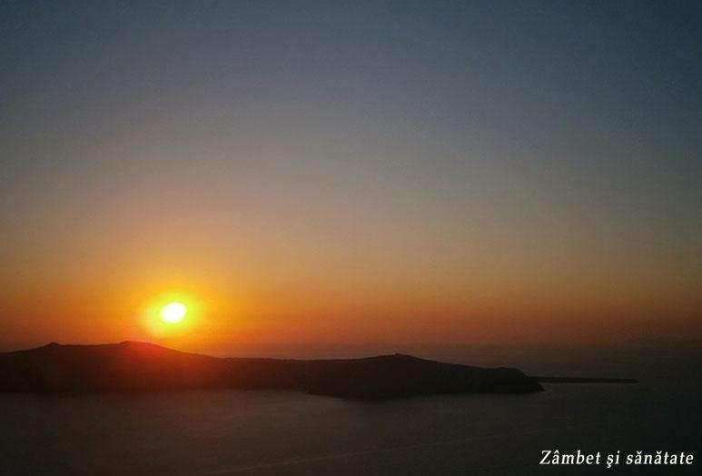 apus-de-soare-in-insula-santorini-grecia