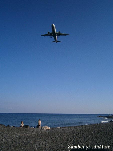 avion-santorini