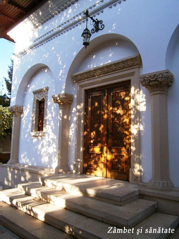 schitul-darvari-biserica