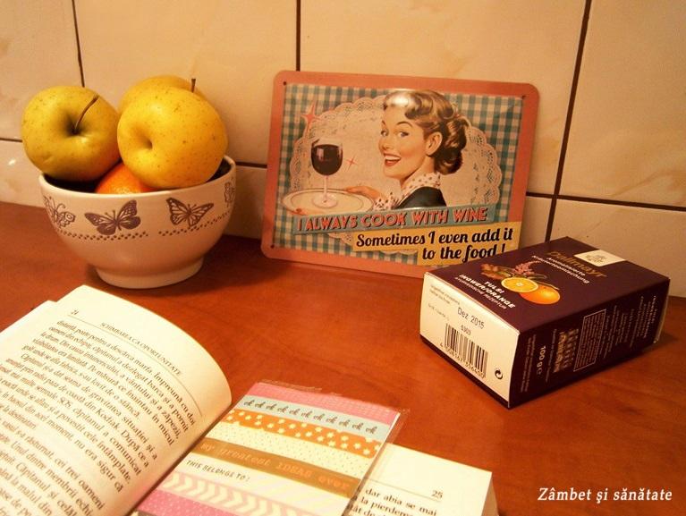 seara-linistita-cu-carte-si-ceai