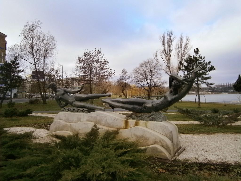 tulcea-parcul-ciuperca-statuie