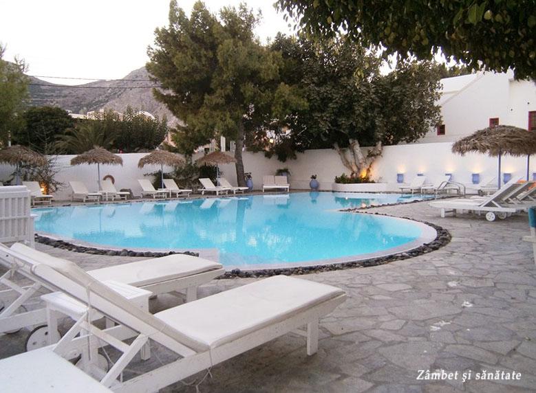 hotel-aquavatos-santorini-piscina