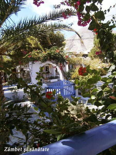 hotel-aquavatos-santorini-vedere-de-pe-terasa