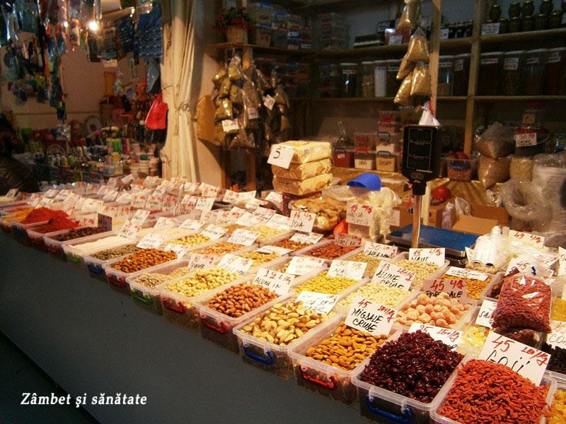 fructe-uscate-si-nuci-in-Piata-Obor