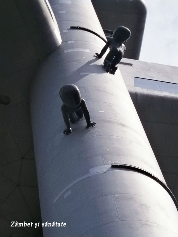 babies-on-zizkov-tower-prague