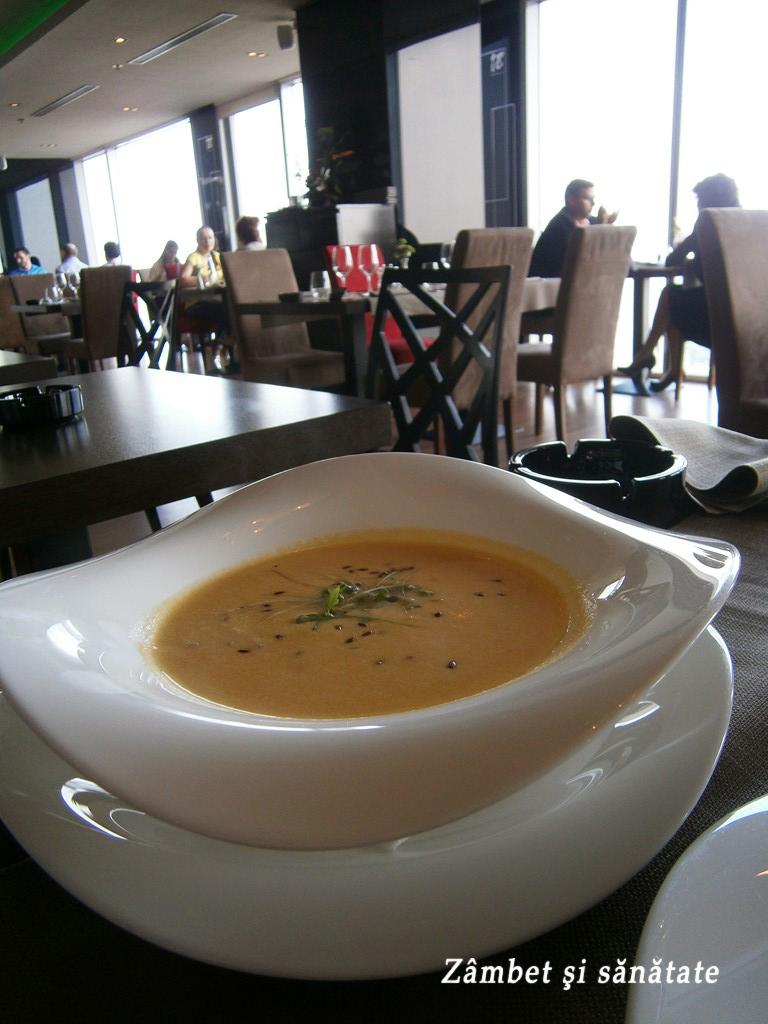 supa-de-mango-si-lapte-de-cocos-18-lounge-restaurant