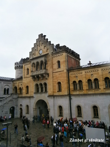 castelul-Neuschwanstein-curte-interioara