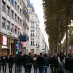 plimbare-pe-Champs-Elysees