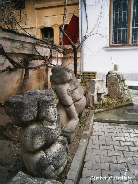muzeul-theodor-aman-bucuresti-statui-curte