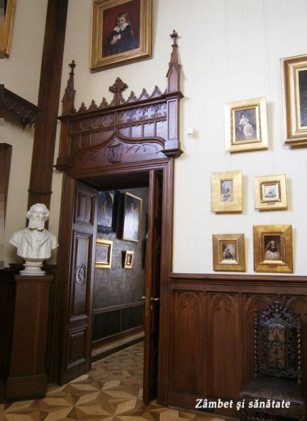 usa-sculptata-muzeul-theodor-aman-bucuresti