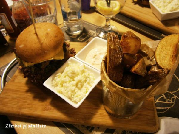 burger-cu-salata-si-sos-switch-eat