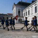 bratislava-palatul-Grassalkovich-schimbare-garda
