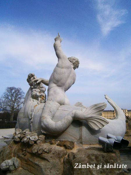detaliu statuie fantana palatul schonbrunn