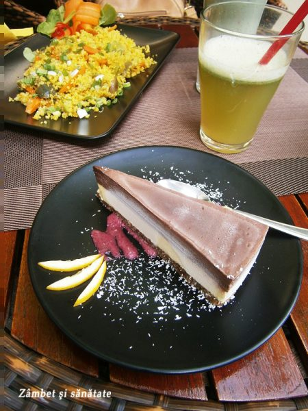 cous-cous-si-tort-raw-cu-mango-si-sfecla-biofresh-restaurant-bucuresti