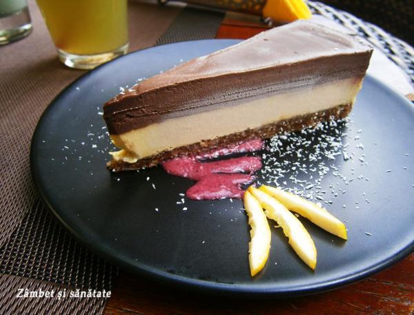 tort-raw-cu-mango-si-sfecla-biofresh-restaurant-bucuresti