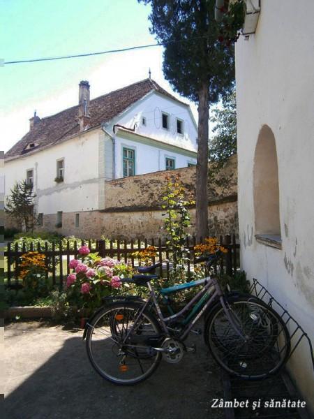 biserica-evanghelica-din-cisnadie-curte