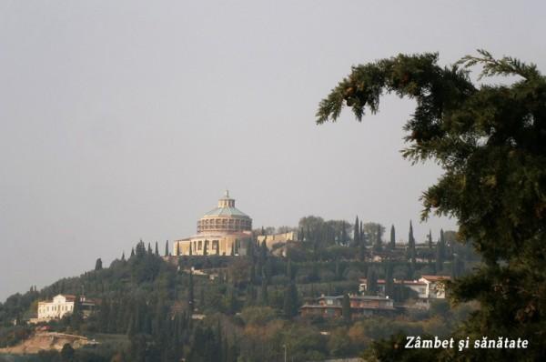 Santuario-Nostra-Signora-di-Lourdes-vazut-de-la-Teatro-Romano-verona