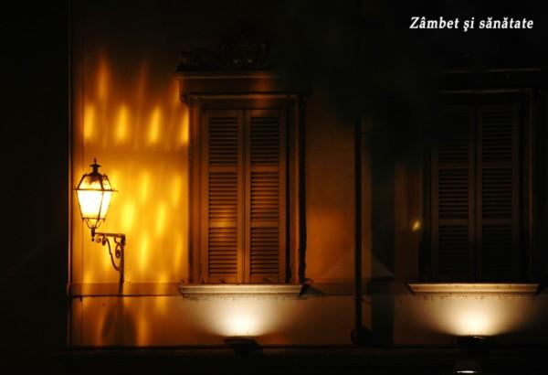 ferestre luminate in noapte