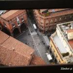 Turnul Asinelli, locul de unde Bologna se vede ca o mare de acoperişuri