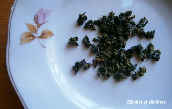 frunze-ceai-oolong-inainte-de-infuzare
