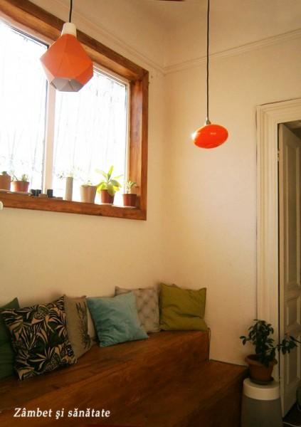 colt-cu-pernute-vesele-cafenea-therapy