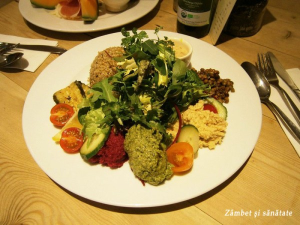 salata-cu-quinoa-Le-Pain-Quotidien-Bruxelles