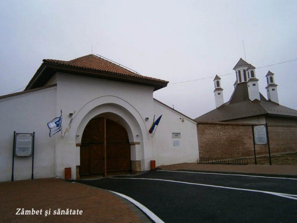 Ansamblul-Brâncovenesc-de-la-Potlogi-intrare