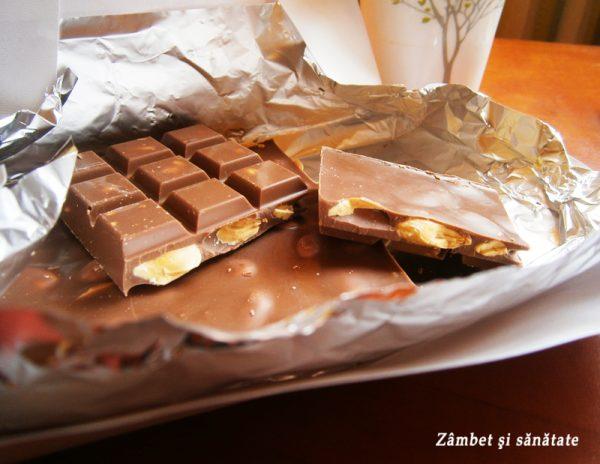 ciocolata-cu-lapte-si-migdale-intregi-simon-coll