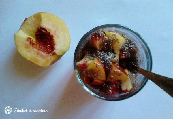 budinca-de-chia-cu-suc-de-portocale-si-nectarine
