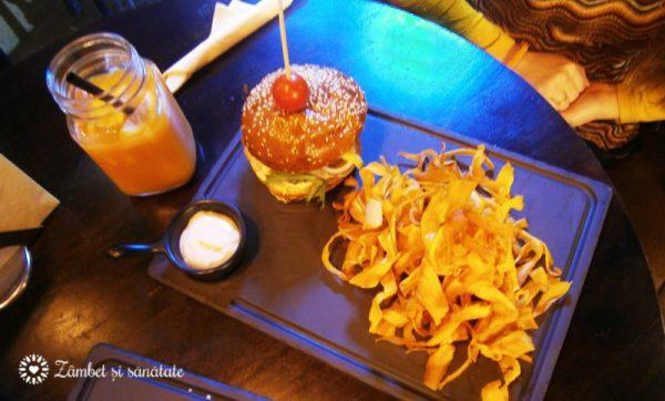 gram-bistro-burger-cu-ton-si-avocado