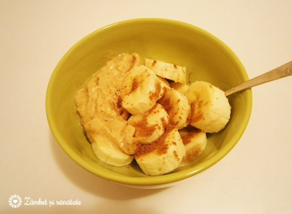 mic-dejun-banane-unt-arahide