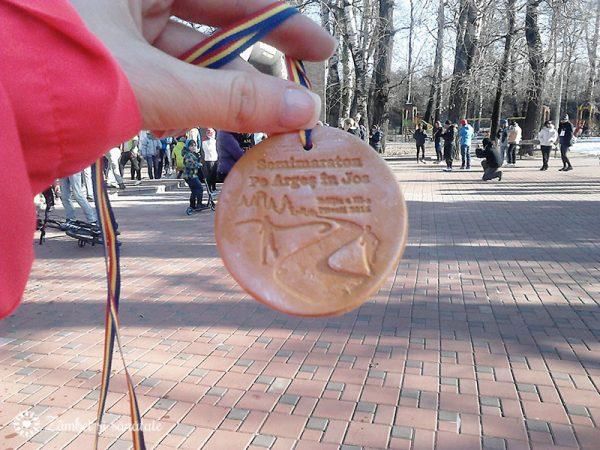 medalie-semimaraton-pitesti-pe-arges-in-jos