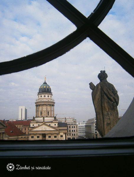 Gendarmenmarkt-vedere-din-domul-german