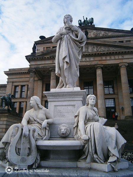 statuie-berlin-Gendarmenmarkt