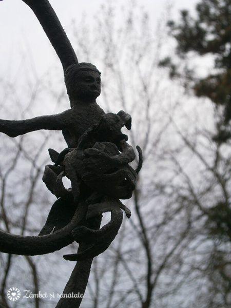 detaliu fantana muzeu minovici