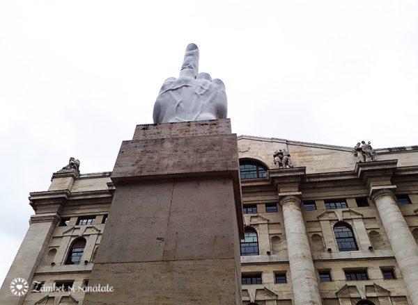 statuie Piazza Affari milano